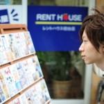 自宅外通学の大学生の新生活準備費用は増加し、30万円超に